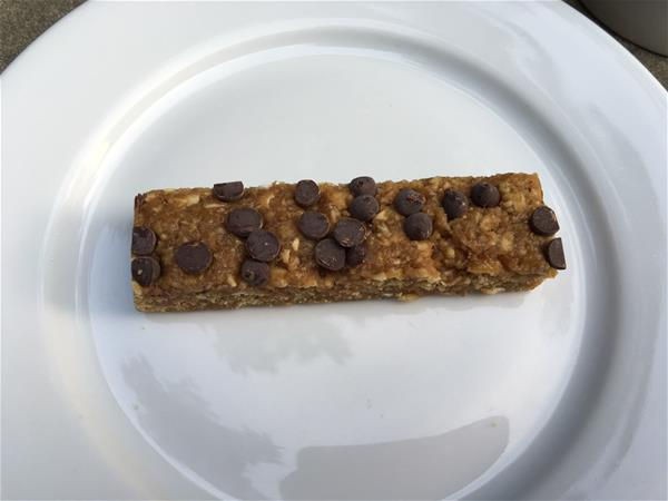 nutrisystem chewy chocolate chip granola bar on plate