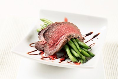 beef steak with green beans and sauce