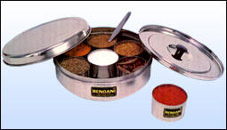 masala dabba with solid lid
