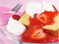 pound-cake-with-strawberries
