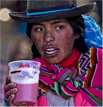 woman-drinking-chicha