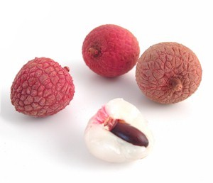 lychee nut shelled and with shell