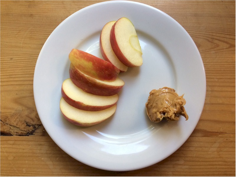 apple-with-peanut-butter