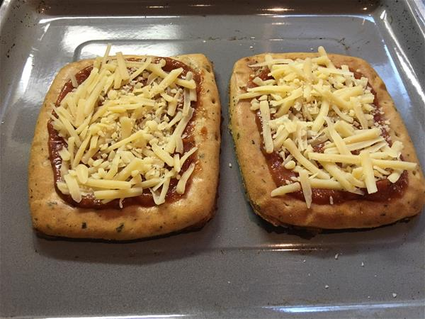 nutrisystem italian herb flatbread pizza prepped for baking