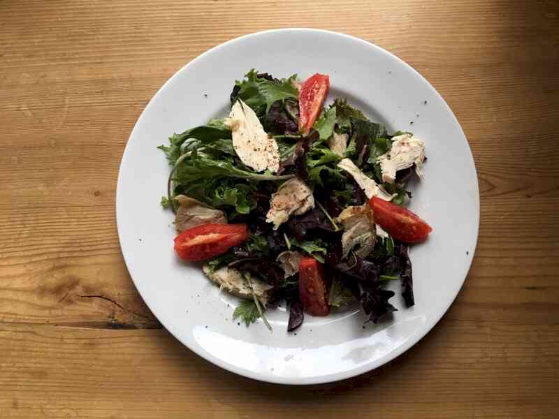 field greens salad with roasted chicken and tomatoes