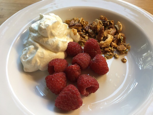 raspberries-yogurt-granola