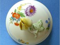 meissen-blue-yellow-pot-de-creme-lid