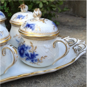 ginori blue and gold pot de creme tray detail