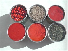 a set of 6 spices in tins with clear lids